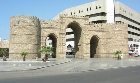 gerbang-makkah-berada-di-kawasan-padat-penduduk-kota-jeddah-_170701134547-423